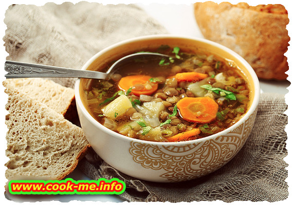 Lentils soup with parsley and garlic