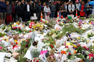 Residents pay their respect at Hagley College for the victims of the mosques attacks in Christchurch.