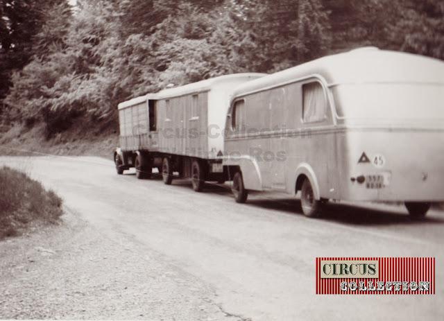 un camion, une roulotte et une caravane forme le convois routier