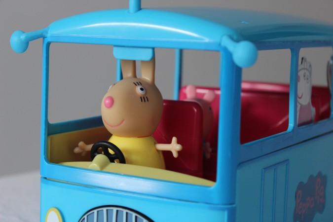 autobús escolar de Peppa Pig - bandai