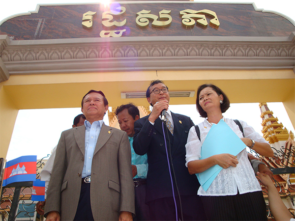 Sam+Rainsy+-+Kem+Sokha+and+Mu+Sochua.jpg