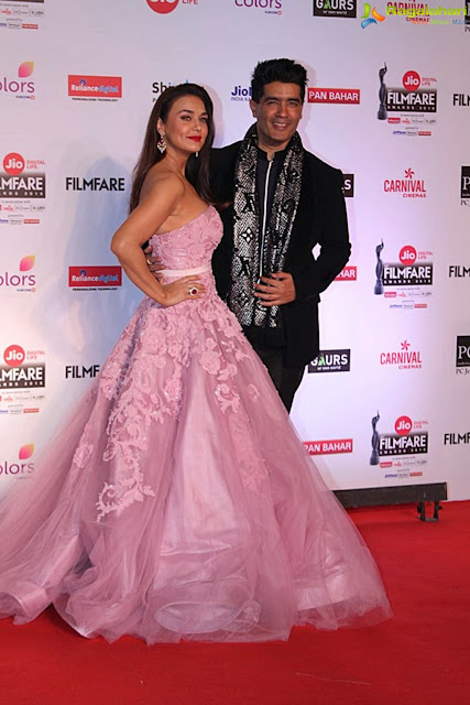 preity-manish-at-jio-filmfare-awards25
