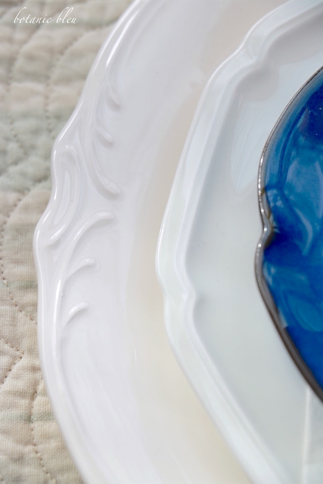 blue-and-white-scalloped-edge-plates-make-a-beautiful-spring-table