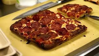 Pizza con todo el estilo de Detroit