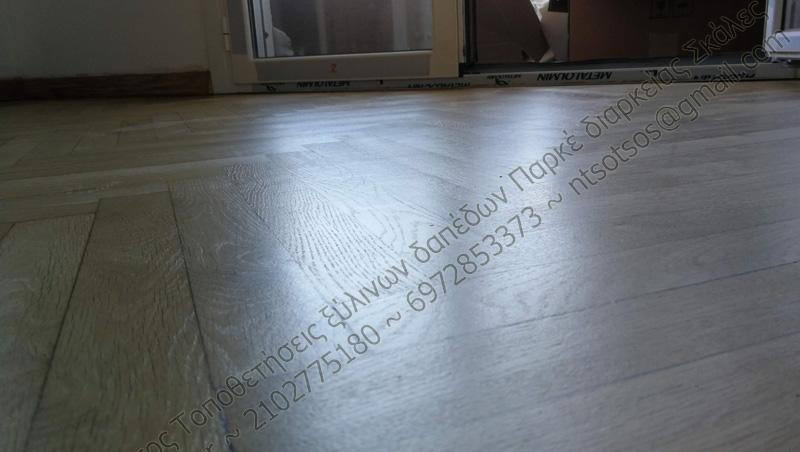 Συντήρηση σε ξύλινο πάτωμα και διατήρηση του φυσικού χρώματος του