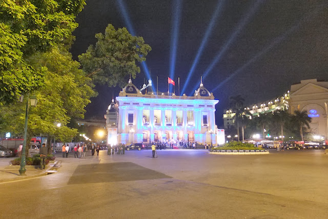 hanoi-opera-house-bluever ハノイオペラ劇場(ロシアカラー)