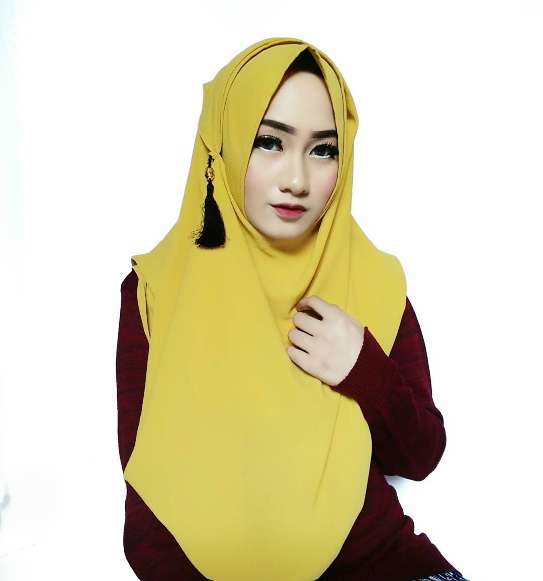 Tutorial Hijab Segi Empat Simple Dan Modish Buat Puasa dan Lebaran