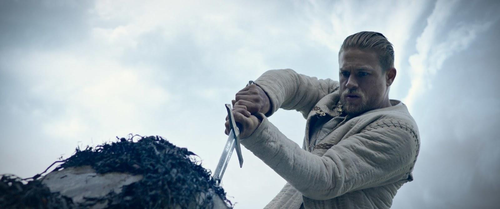 Król Artur: Legenda miecza – Honor, ojczyzna i graffiti