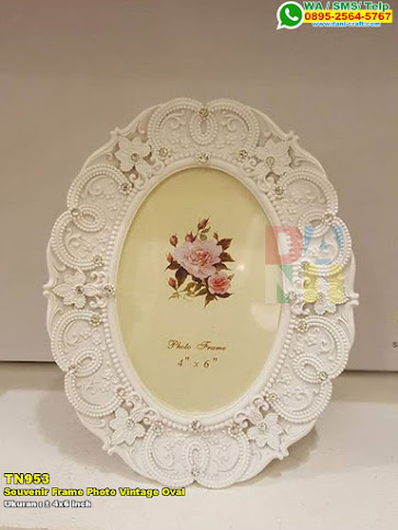 Souvenir Frame Photo Vintage Oval