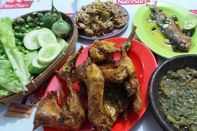 Tempat Wisata Kuliner Purwakarta RM Ayam Kampung Goreng Sajolna