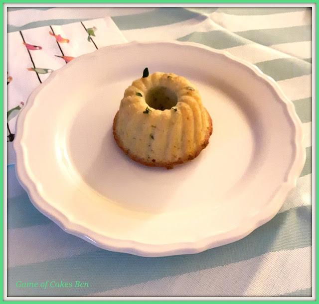 Mini bundt cake de limón y tomillo