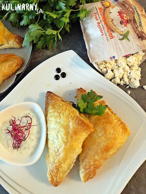 Chrupiące pierożki z serem i szpinakiem