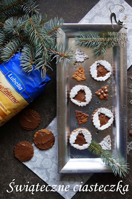 ciasteczka-czekoladowe-na swiatecznym-tle