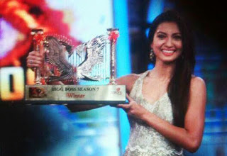 Gauhar Khan Wins Bigg Boss 7:See the exclusive first photo with trophy