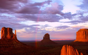 Wallpaper: Rainbow in Monument Valley