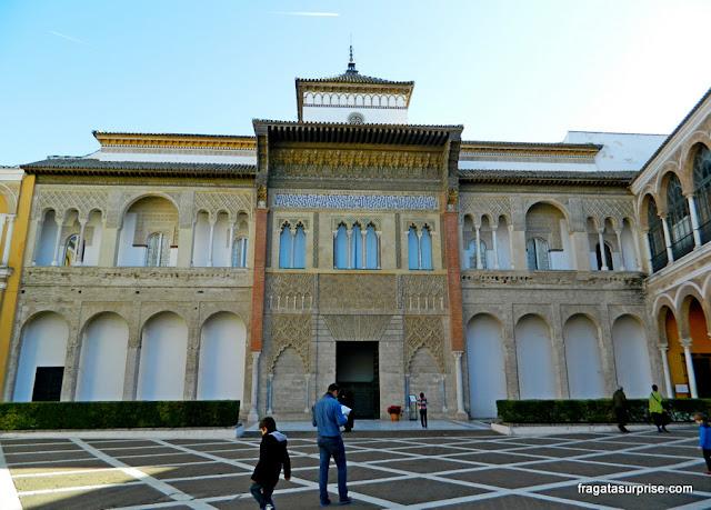 Pátio das Montarias e Palácio Mudéjar de Pedro I, no Real Alcázar de Sevilha