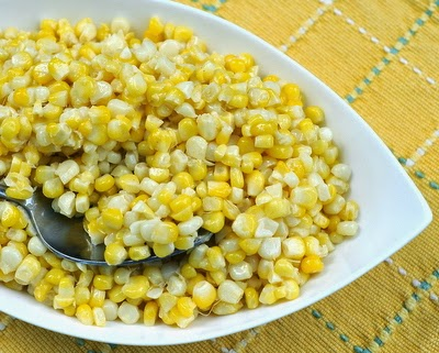 Microwave Summer Cream Corn, fresh 'plain' sweet corn cooked in the microwave, the results are hardly 'plain'. So easy, so summery. #BestRecipes of 2014 from #AVeggieVenture.
