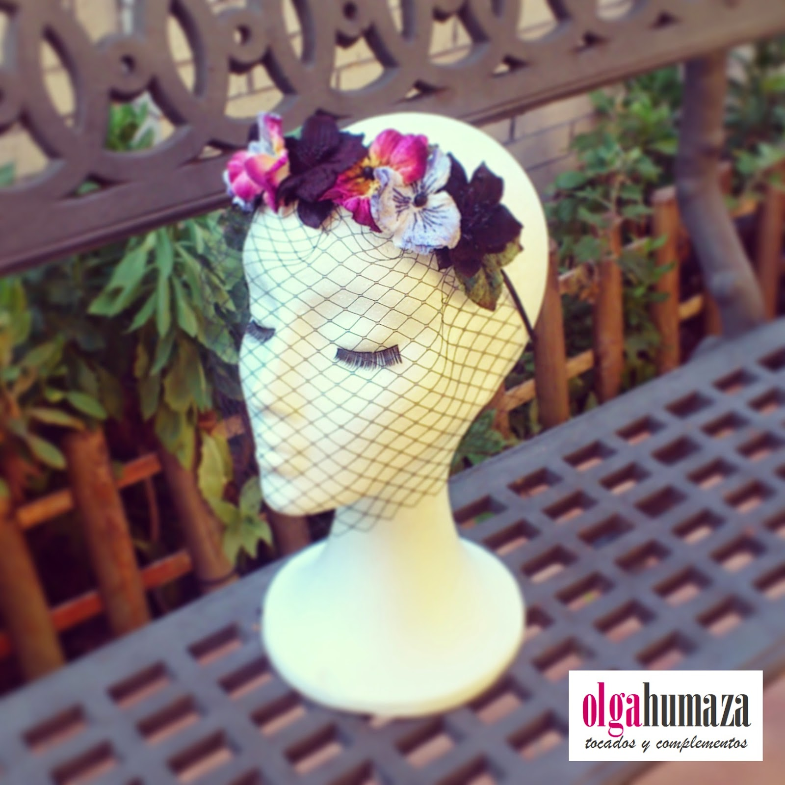 http://olgahumaza.blogspot.com.es/2015/01/d25-tocado-semicorona-con-flores.html