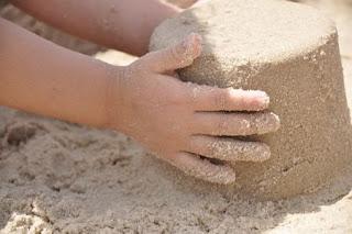 Mangiare la sabbia fa male a bambini e adulti