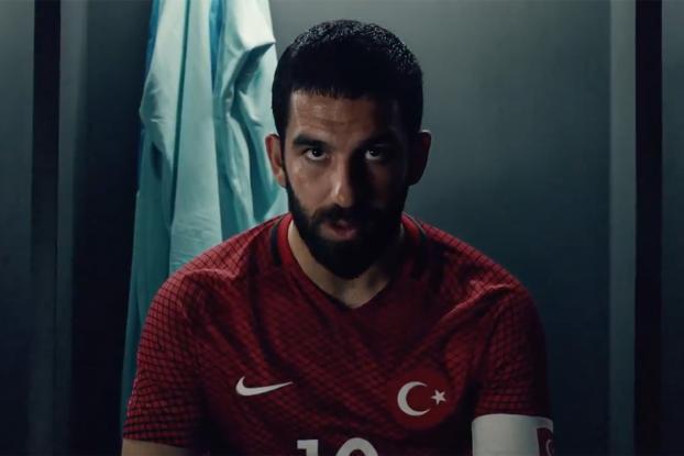Turán protagoniza el spot de Nike con Turquía para la Euro