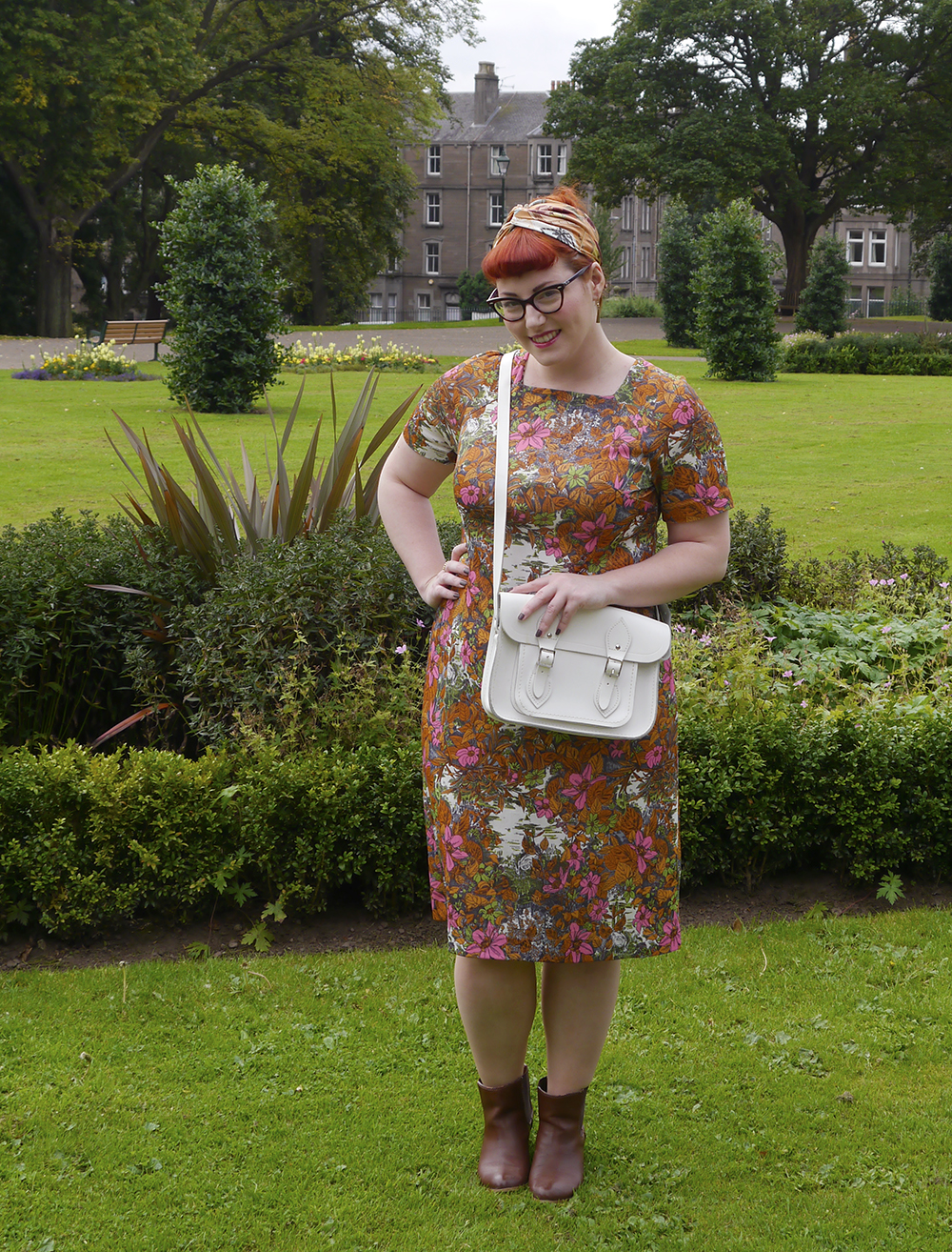 Scottish blogger, Dundee blogger, Wardrobe Conversations, ginger blogger, vintage shopping in Dundee, Dundee shopping, Dundee vintage fair, vintage shopping. vintage weigh & pay, #weighandpay, vintage outfit, bargain vintage outfit, cheap vintage shopping, vintage shopping tips, vintage fair, vintage handmade dress, patterned dress, vintage postcard scarf, white vinatge satchel, white bag, cat eye glasses, Spex pistol glasses, Ray-ban glasses
