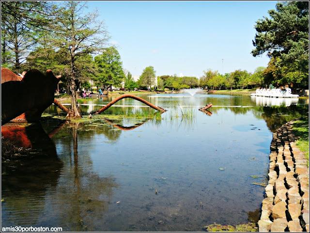 Leonhardt Lagoon en el Fair Park de Dallas