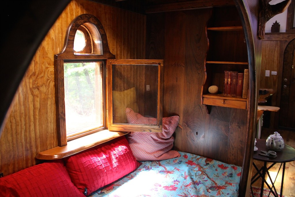 10-The-Unknown-Craftsmen-Architecture-with-the-Vintage-looking-Tiny-House-on-Wheels-www-designstack-co