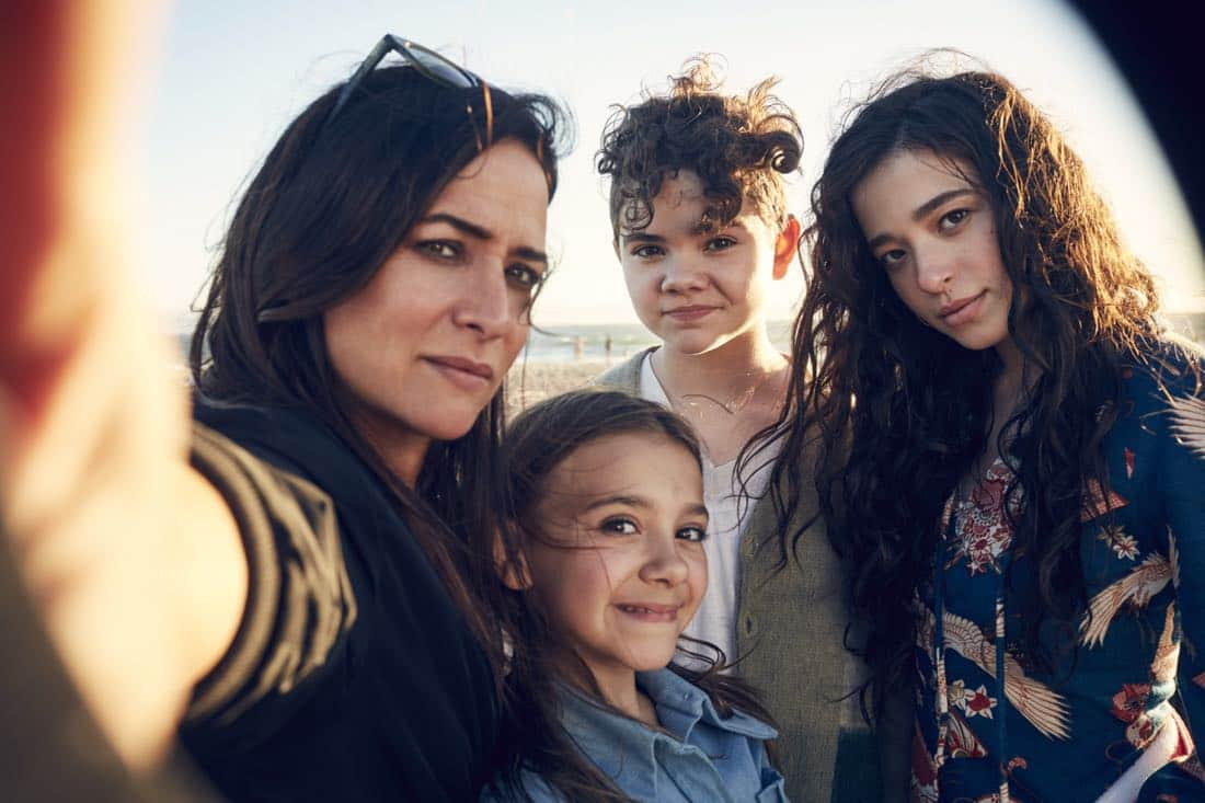 Pamela Adlon, Olivia Edward, Hannah Alligood y Mikey Madison son Sam, Duke, Frankia y Sam Fox en 'Better Things'