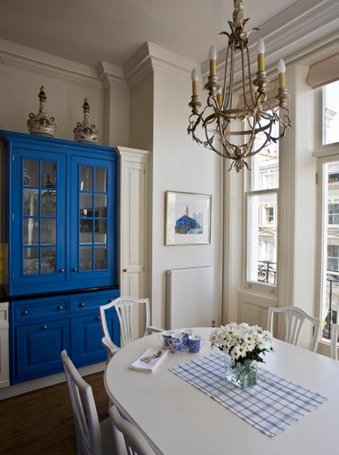 móvel de cozinha azul