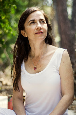 param ratan kaur, akaal, holistic paliative care Madrid, Kundalini yoga Madrid, sound therapy Madrid, himalayan bolds Madrid, healing with voice,