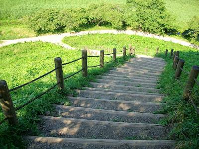 丸墓山古墳下り階段