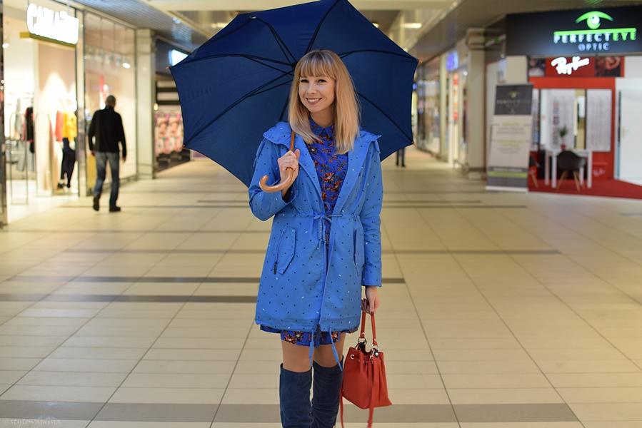 Auchan, stylizacja, jesień, parasol, płaszcz, kozaki, moda
