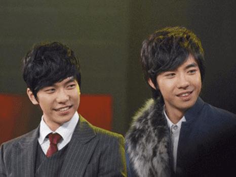 Những sao Hoa - Hàn giống nhau như anh chị em 'thất lạc' - Ảnh 11