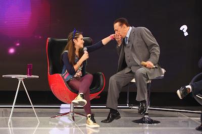 Juju Almeida (Maisa Silva) com Raul Gil (Crédito: Rodrigo Belentani)