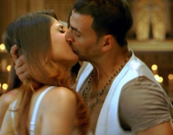Kareena kapoor kiss hot something is