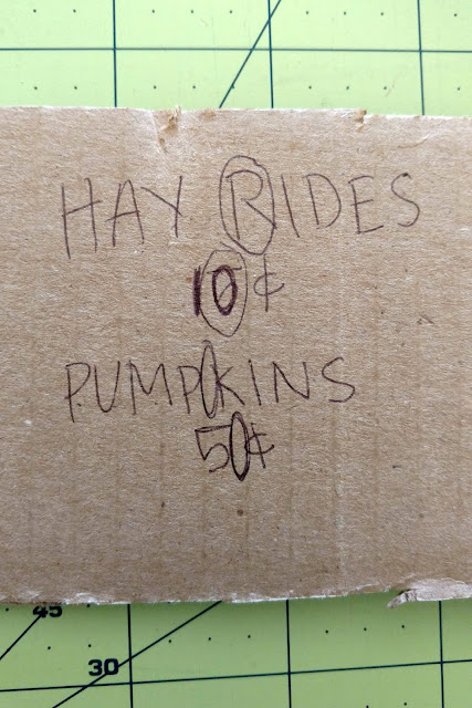 This is a fun and easy DIY burlap sign for fall.  Easy to personalize and make your own!
