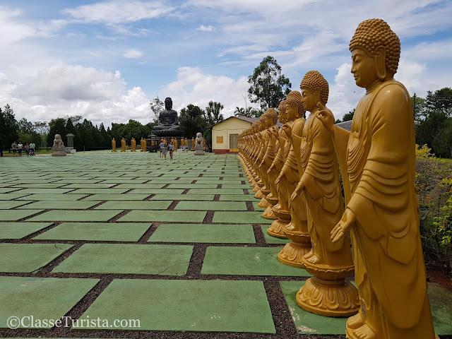 Pátio - Budas - Templo Budista - Foz do Iguaçu