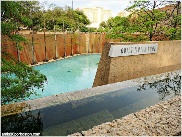 Fort Worth Water Garden: Quiet Water Pool