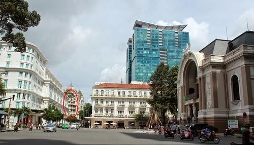 """Sài Gòn """"Old"""" với những công trình từ thế kỷ trước."""