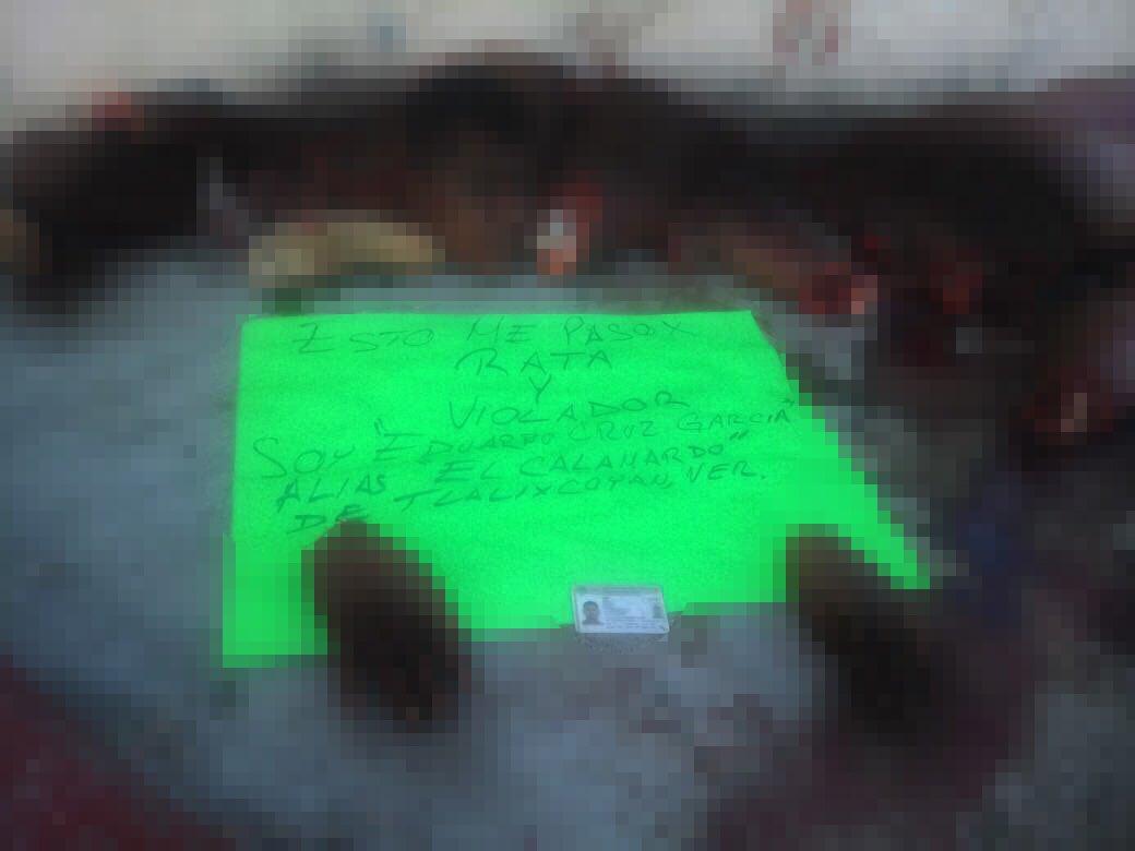 """Fotos, """"Esto me paso por rata y violador"""", Hallan cuerpo de joven descurtizado en Veracruz."""