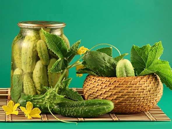Маринованные огурчики салат