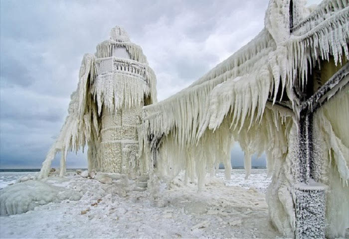St. Joseph North Pier, Michigan, USA - Top 10 Amazing Sites Created by Snow and Ice