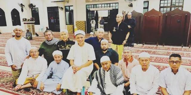 Kabar Ustadz Arifin Ilham Wajah Sumringah Ikut Shalat Subuh Berjamaah