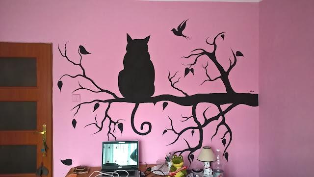 kot na gałęzi