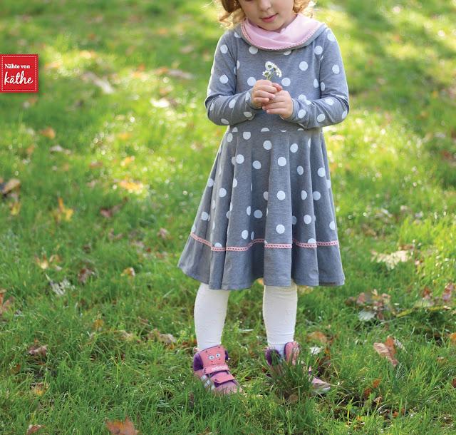 The Janie Dress von Mouse House Creations auf deutsch bei Näh-Connection, Drehkleid, Punkteliebe