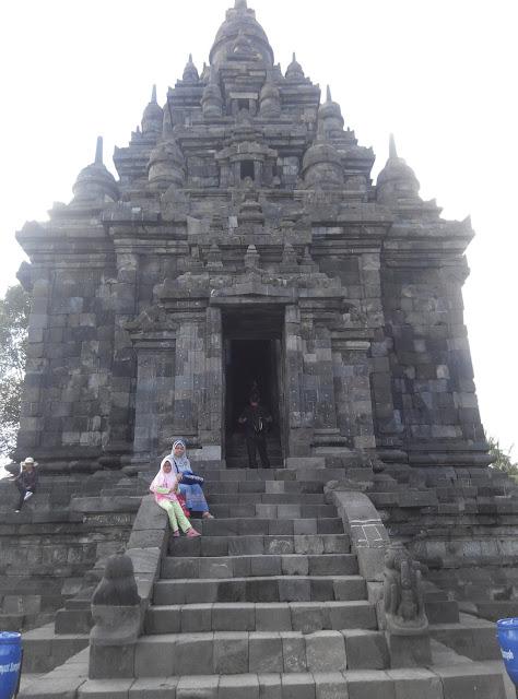 http://kreasyifa.com/2017/12/inilah-3-candi-tempat-wisata-di-yogyakarta.html