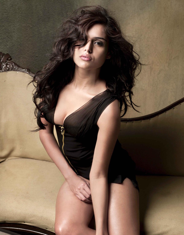 Paparazzi Nathalia Kaur nude photos 2019
