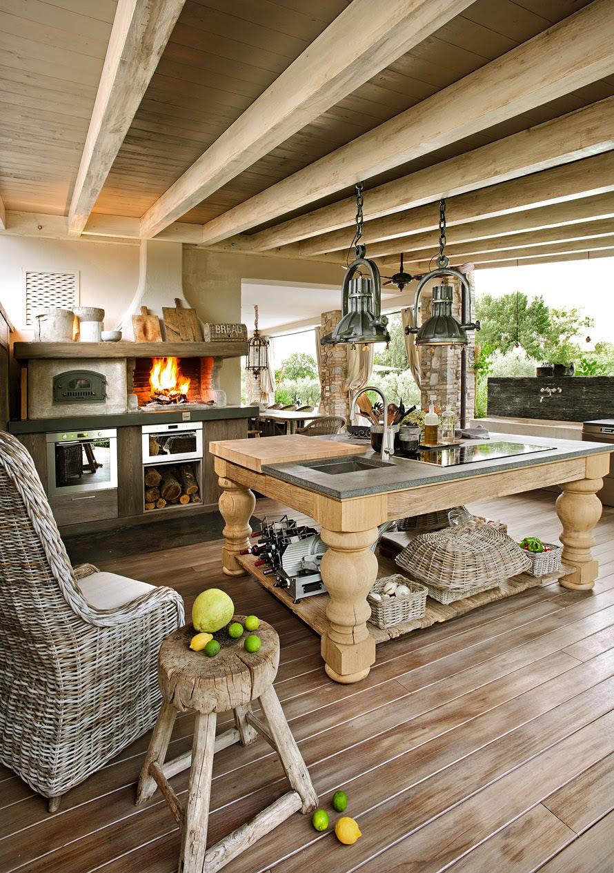 Boiserie c pietra legno bianco tortora for Case legno e pietra