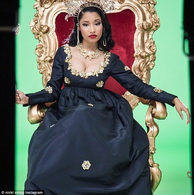 Nicki Minaj host of MTV Music awards photo 1