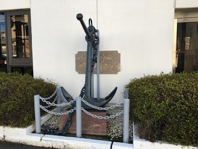 やいづマリンパレス 錨のオブジェ